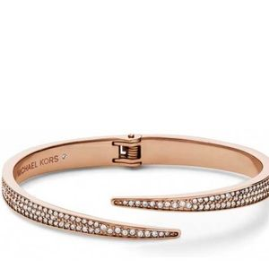 MICHEAL KORS | ROSE GOLD BANGLE